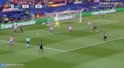Enlace a GIF: Golaaaazo del Real Madrid con un jugadón de Benzema