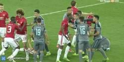 Enlace a GIF: Liada máxima en el Manchester United - Celta liándose a puñetazos