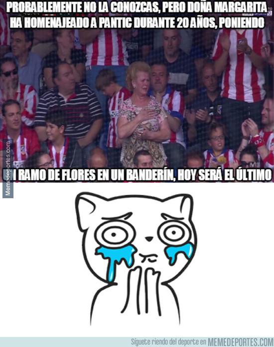 976632 - Doña Margarita emocionada en el Vicente Calderón
