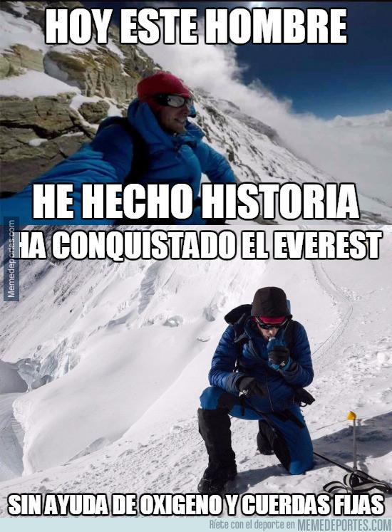 977156 - Kilian Jornet corona la cima del Everest