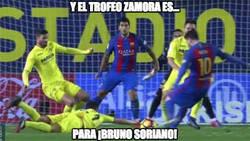 Enlace a Y el trofeo Zamora es para...