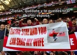 Enlace a La gran reacción de Ibrahimovic al ver una pancarta con una propuesta caliente