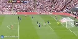 Enlace a GIF: Goooooooooool de Ramsey que pone por delante al Arsenal