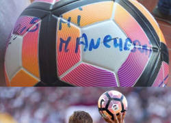 Enlace a Lo que escribió Totti en el último balón que tocó como profesional