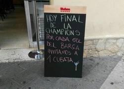 Enlace a Los dueños de este bar se la han sacado con este cartel