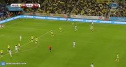 Enlace a El tremendo golpeo de balón de Giroud para adelantarse contra Suecia
