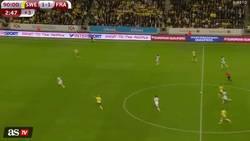 Enlace a Error de Lloris que hace que Toivonen marque en su campo en el 93 y da el liderato de grupo a Suecia