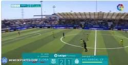 Enlace a GIF: Impresionante gol después del saque inicial en la final de LaLiga promises
