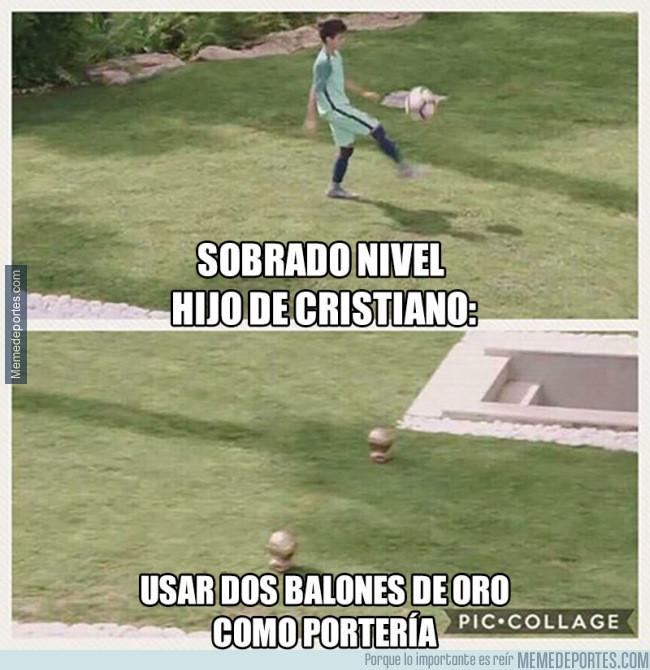 982804 - El hijo de Cristiano crea porterías para jugar a fútbol a otro nivel