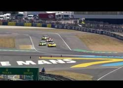 Enlace a El adelantamiento en la última vuelta de Aston Martin #97 ganador de Le Mans 2017
