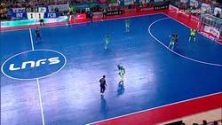 Enlace a La brutalidad de gol de Ricardinho con caño incluído que vale una Liga para Inter Movistar