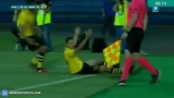Enlace a GIF: Uros Nenadovic mete el primer gol de la Champions 17/18, ¿quién meterá el último?
