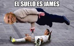 Enlace a El suelo es James