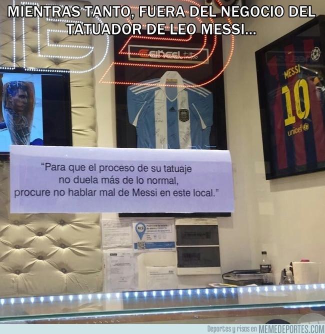 984729 - Nota que dejó el tatuador de Messi en su negocio