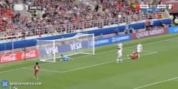 Enlace a GIF: Golaaaaaazo de Pepe que empata en el minuto 91 y manda esto a la prórroga