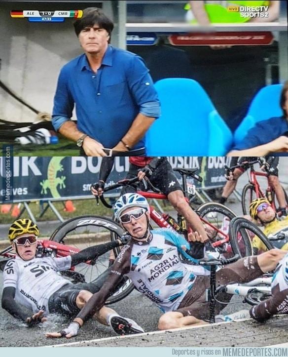 985532 - El pelotón del Tour al ver las feas manías de Joachim Löw