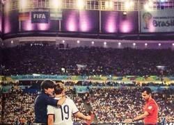 Enlace a Ayer , hace 3 años. Minuto 88 de la final del Mundial 2014, Joachim Löw a Götze: