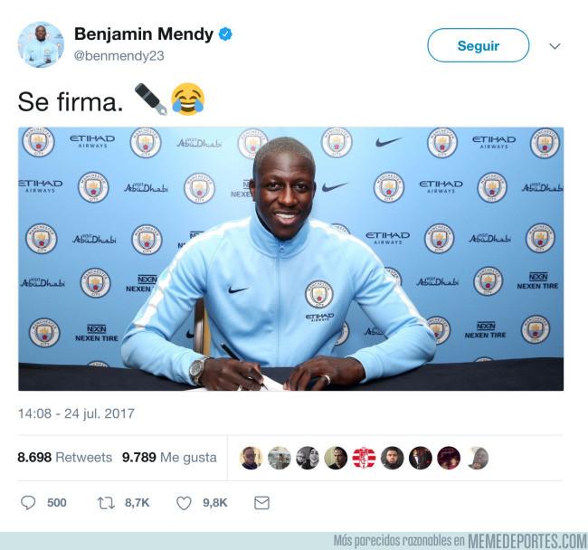 989129 - Mendy hace un guiño a Piqué tras firmar con el Manchester City