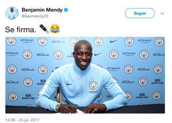 Enlace a Mendy hace un guiño a Piqué tras firmar con el Manchester City