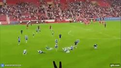 Enlace a Suspenden el partido entre el QPR y el Union Berlin por lluvia y así reaccionaron los jugadores