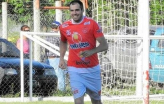 989431 - Un futbolista argentino se retira para salvar la vida a su sobrino
