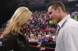 Enlace a GIF: La WWE es ese deporte tan mágico...
