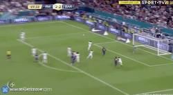 Enlace a GIF: Goooool de Piqué tras una nefasta defensa del Real Madrid en el balón parado