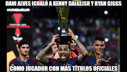 Enlace a Dani Alves igualó a Kenny Dalglish y Ryan Giggs