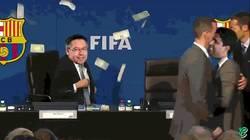 Enlace a Nasser pagando la cláusula a Bartomeu. Vía @causeriemag