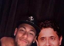 Enlace a El PSG anuncia el fichaje de Neymar troleando épicamente a Piqué
