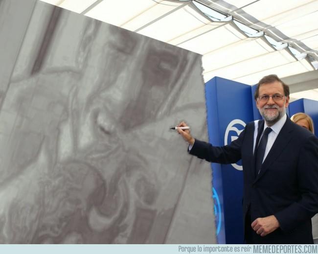 991251 - Mariano Rajoy dibujando uno de los momentos más ilustres del fútbol