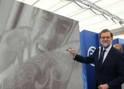 Enlace a Mariano Rajoy dibujando uno de los momentos más ilustres del fútbol