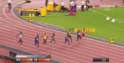 Enlace a GIF: Gatlin destrona a Usain Bolt en los 100m lisos y se lleva el oro