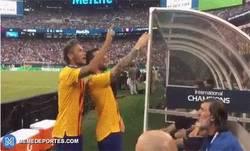 Enlace a Ney y Messi con el penalti de Courtois