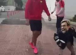 Enlace a ¡Klopp protegiendo Coutinho del Barça!