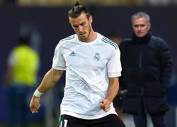 Enlace a Mourinho viendo calentar a Bale