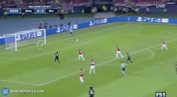 Enlace a GIF: Gooooool de Casemiro en fuera de juego que no debía haber subido al marcador