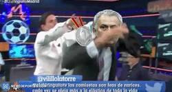 Enlace a GIF: Cuando Mourinho toca la plata