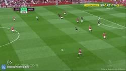 Enlace a GIF: Gran jugada de Rashford y gol de Lukaku para poner el 1-0