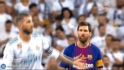 Enlace a GIF: Así fue el feo gesto de Ramos con Messi