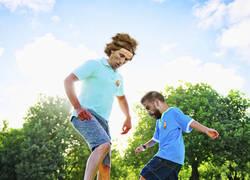 Enlace a Como ver jugar hombres contra niños