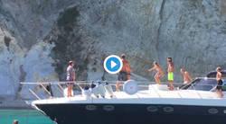 Enlace a Totti no pierde el toque y provocó aplausos con su último truco encima de su yate