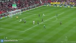 Enlace a GIF: Golazo brutal espectacular de Jesé que adelanta al Stoke frente al Arsenal