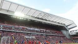 Enlace a Este aficionado profanó Anfield haciendo esto en su visita en la Europa League