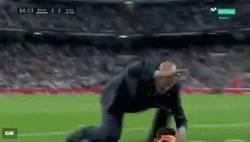 Enlace a El pequeño berrinche de Zidane con un detalle de más