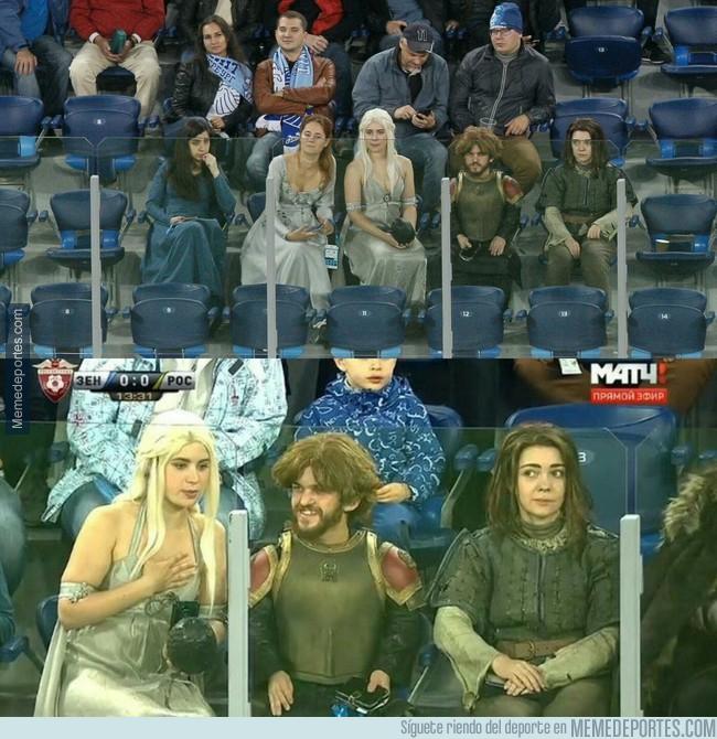 996213 - Sorpresa total en este partido del Zenit tras aparecer unos personajes del mundo de Juego de Tronos