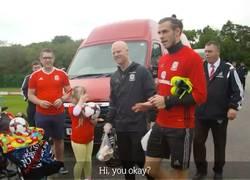 Enlace a Increíble la reacción de este pequeño al estar frente a su ídolo, Gareth Bale