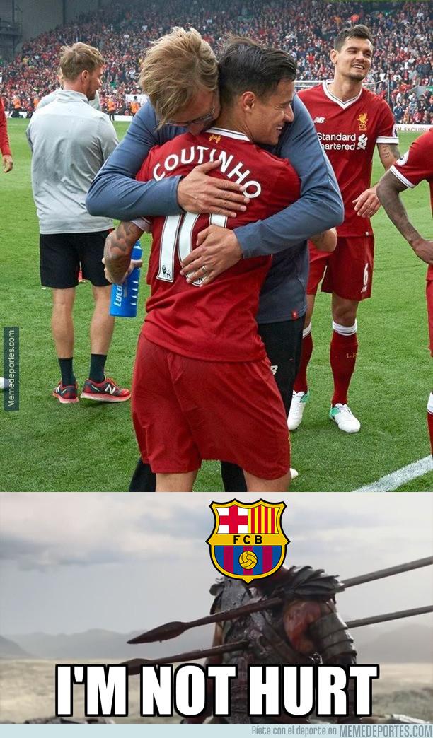 1000902 - Fans del Barcelona tras este abrazo
