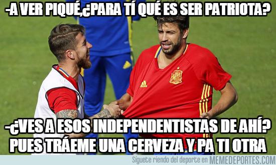 1001372 - Ramos y Piqué teniendo una charla sobre el significado de ser patriota