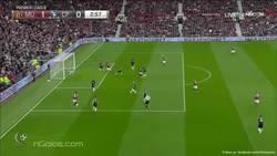 Enlace a GIF: Jugadón de Rashford y gol de Mata que ponía el 1-0 en Old Trafford